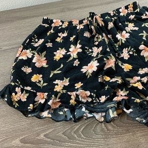 •AEO Floral Shorts•
